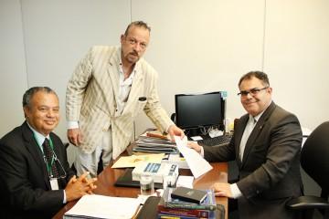 """Diretores executivos do Sindpol/MG José Maria de Paula """"Cachimbinho"""" e Wellington Kalil, na Chefia de Polícia em 05/06/2016"""